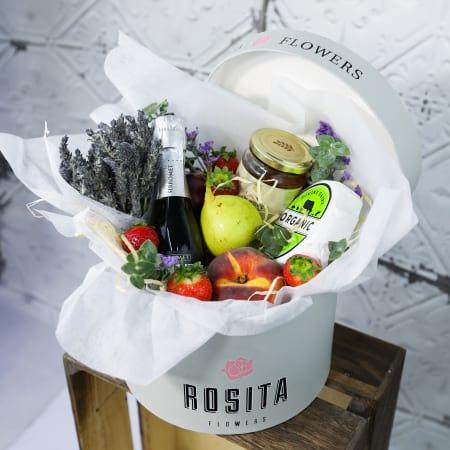 Rosita`s vintage fruit hamper